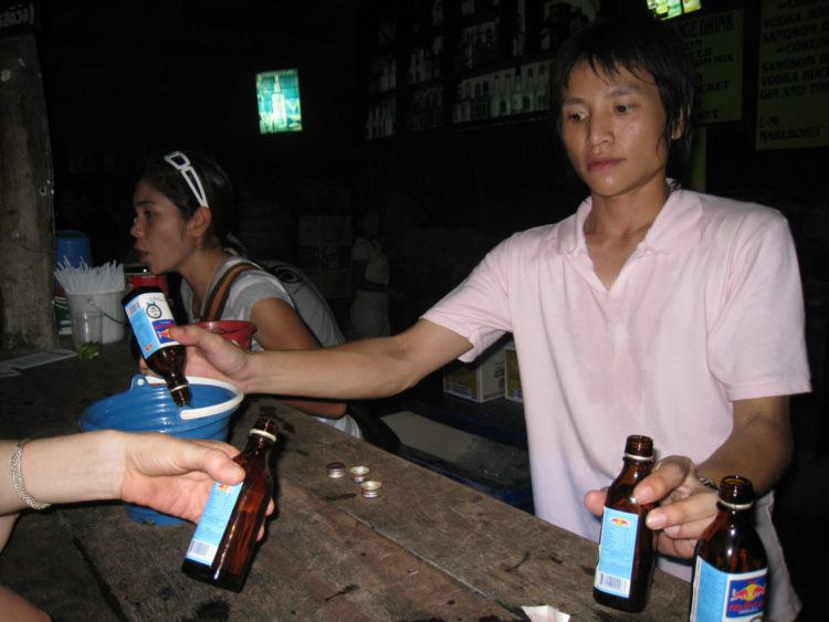 Half Moon Party bar