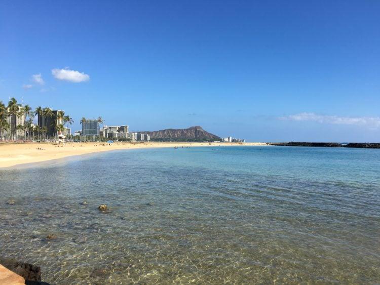 Diamond Head mountain and Waikiki beach (photo: alemus, Pixabay)