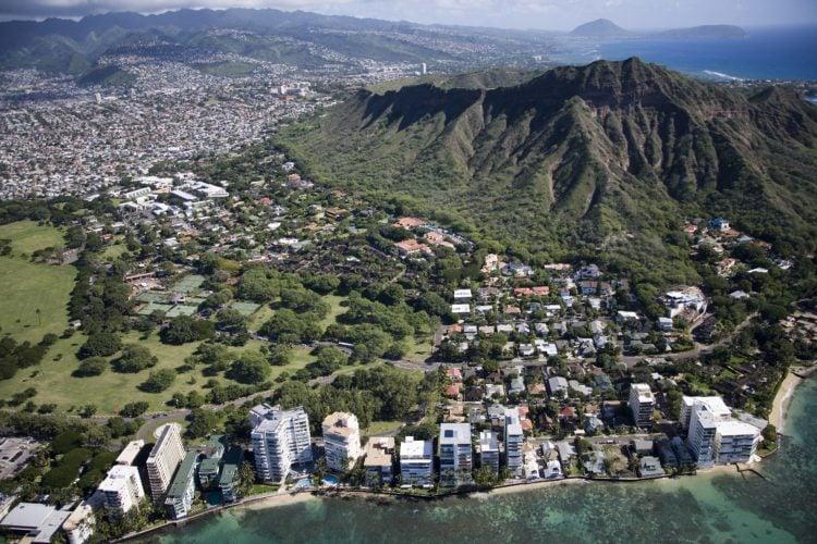 Waikiki Beach (photo: skeeze, Pixabay)