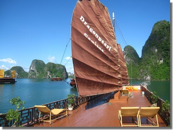 The Mixed Scene of a Tour to Halong Bay