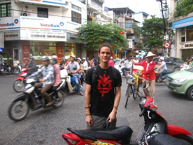 Review: Two Wheels and Rice Fields (The Ultimate Guide to Motorbiking Vietnam)