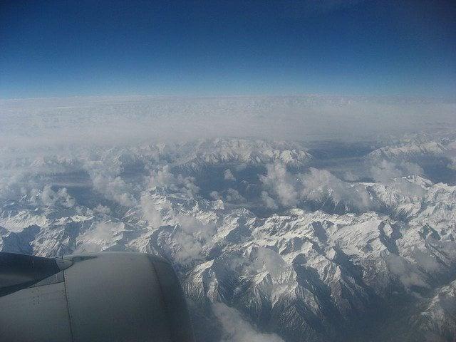 Flying over the Himalaya (photo: David Lee)