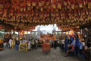 Thai Vegetarian Festival 2012: White Clothes, Flaming Torches, and Delicious Snacks