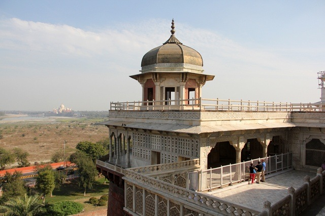 an essay on the magnificent taj mahal People from faraway places come to visit taj mahal as far as concerned about  the people of agra, they all have a lovely heart agra is a very famous city but still .