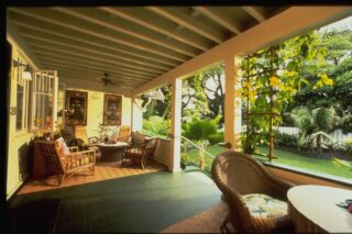 The Old Wailuku Inn lanai