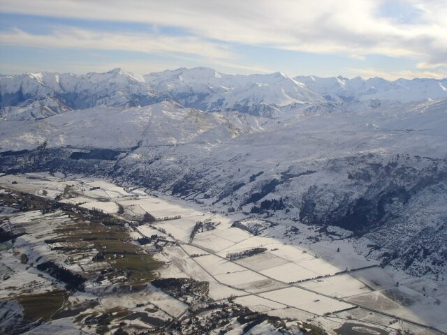 Flying into Queenstown in Winter (photo: Kiwi Discovery Queenstown)
