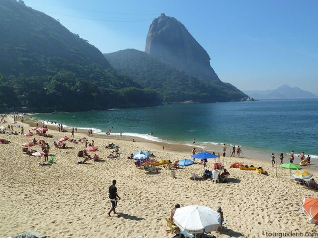 Sugar Loaf seen from Vermelha Beach