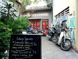 Phnom Penh Travel Guide: Eating, Drinking and Going Out