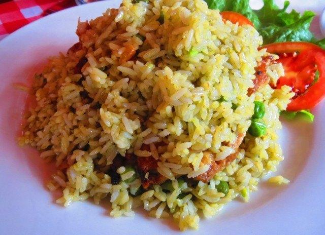 No country makes a better arroz con pollo than Perú.