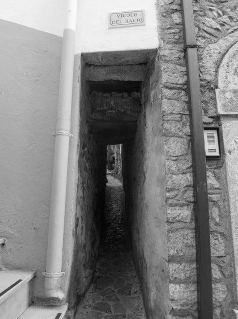 Vicolo del Bacio (Alley of the Kiss)