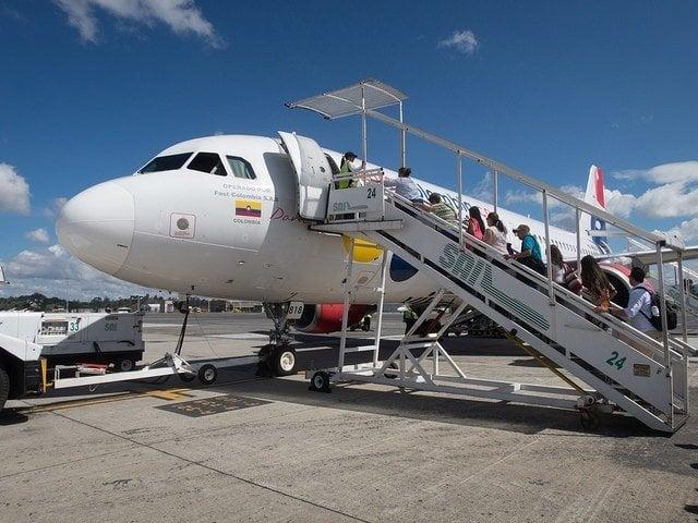 VivaColombia flight (photo: David Lee)