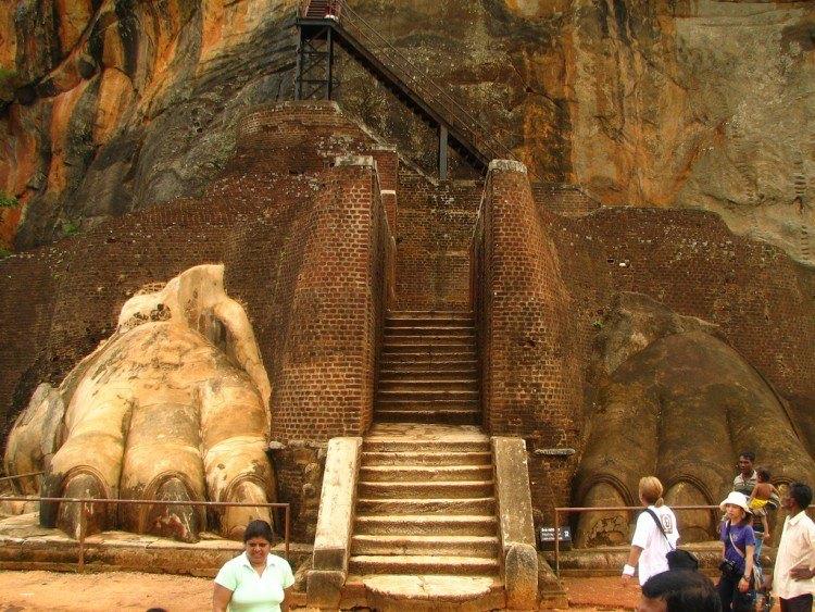 Lion Entrance guarding Sigiriya summit