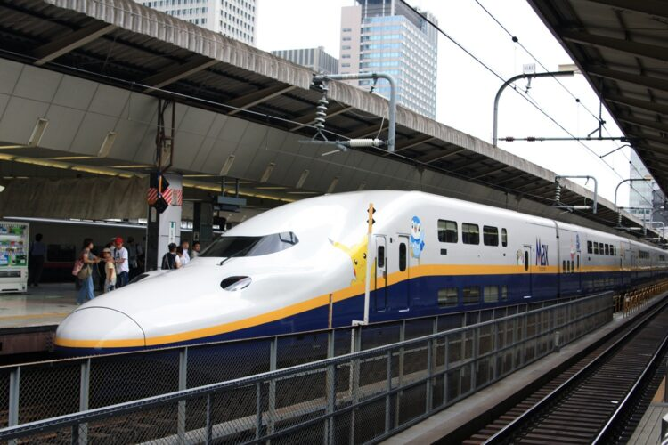 The Shinkansen in Japan (Credit: FuFu Wolf)