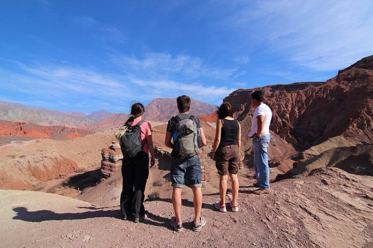 travel fitness while backpacking, scavenger hunt