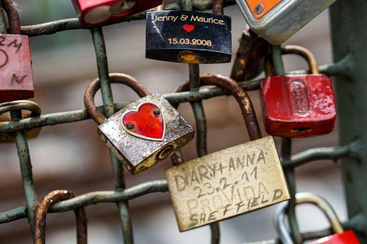 Love locks (photo: Max Pixel)