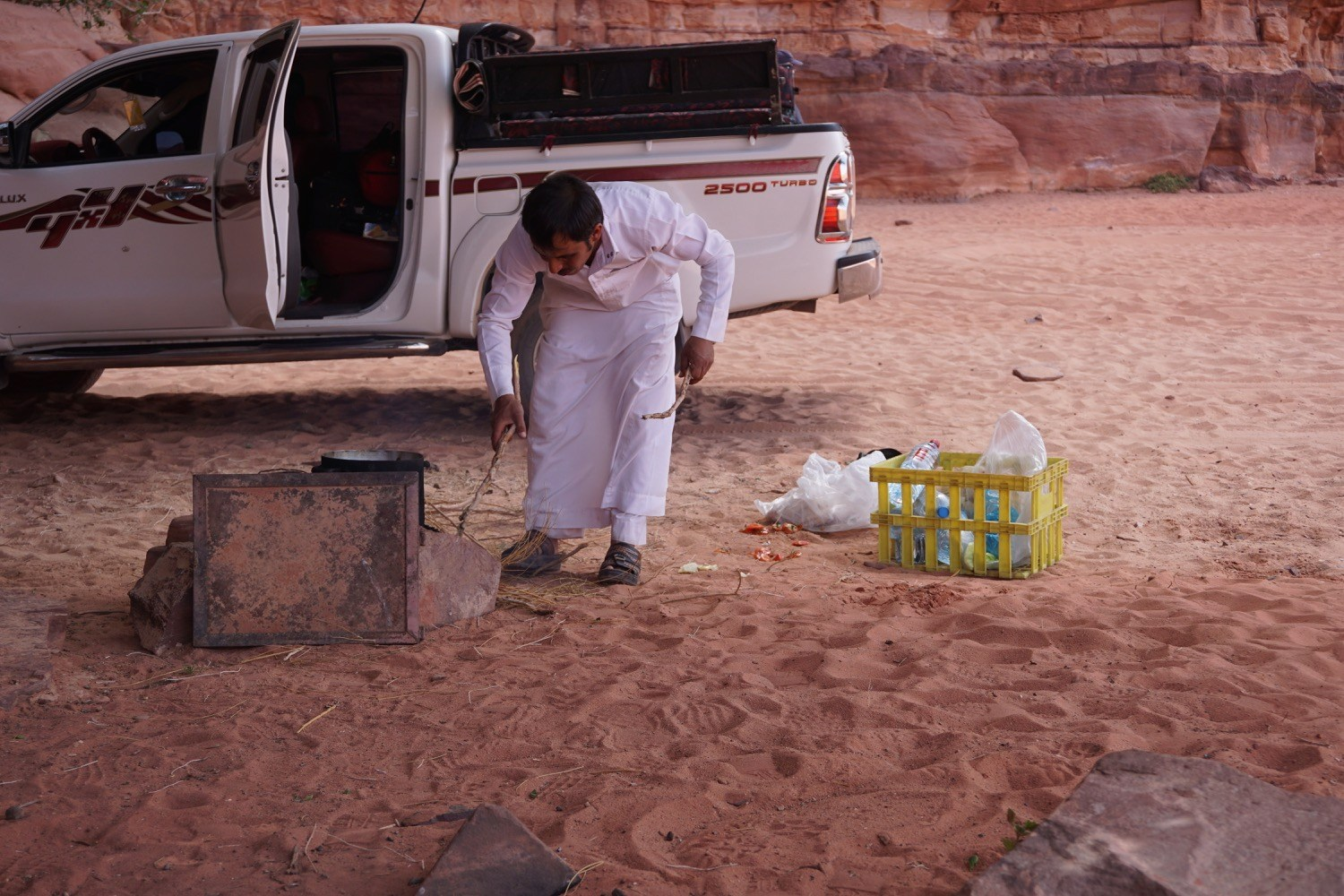 Cooking lunch in Wadi Rum