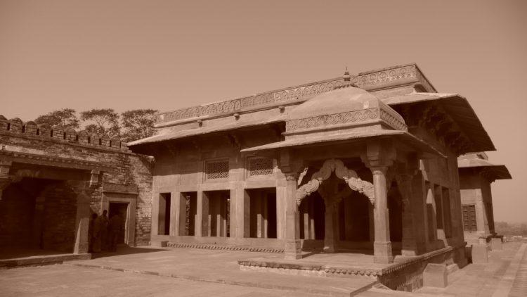 Temple (photo: delGana, Pixabay)
