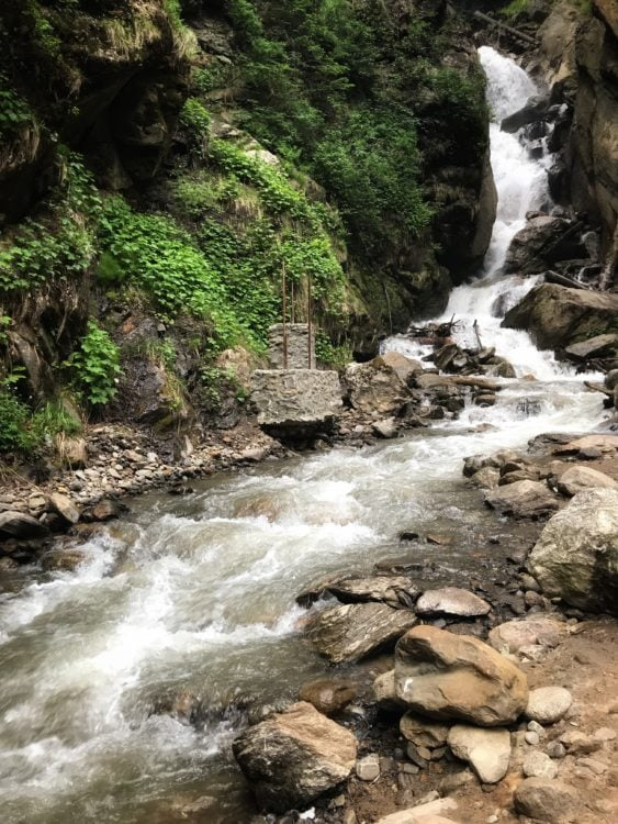 Waterfalls along the mountain route - up to Kheerganga