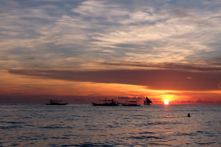 Sunset in the Philippines (photo: Alyssa Reyes, Pixabay)