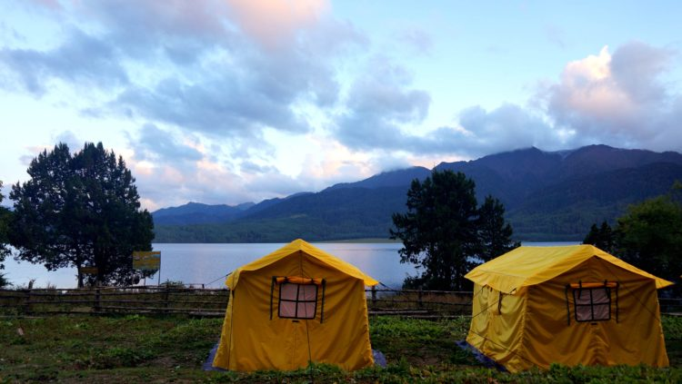 Rara Lake, Nepal (photo: Sudarshan Khatiwada via Pixabay)