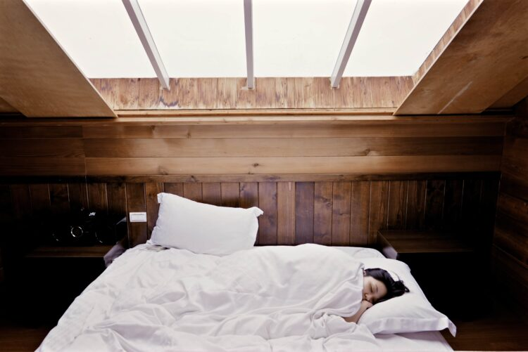Woman sleeping (photo sourced from Pixabay)