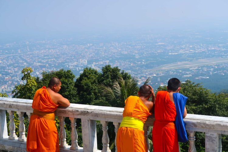 Buddhist monks discuss the best hostels in Chiang Mai, Thailand (photo: Faris Ben Saad, Pixabay)