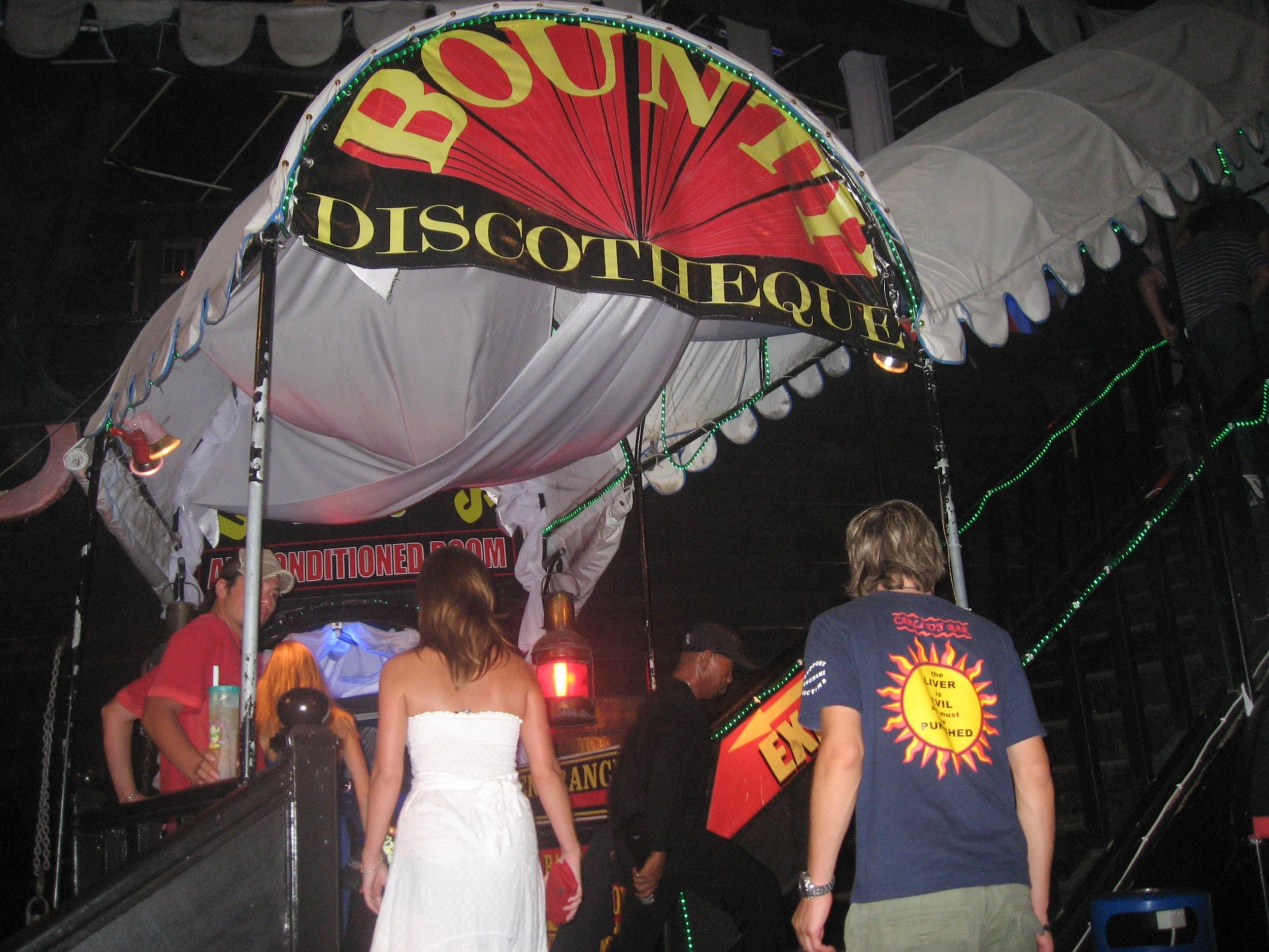 Kuta Beach dance club (photo: Dave Lee)