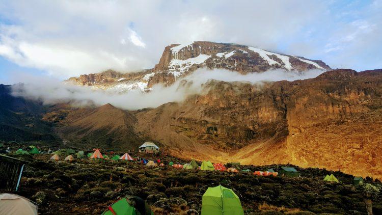 Campsite on Kilimanjaro (photo: foxycoxy, Pixabay)