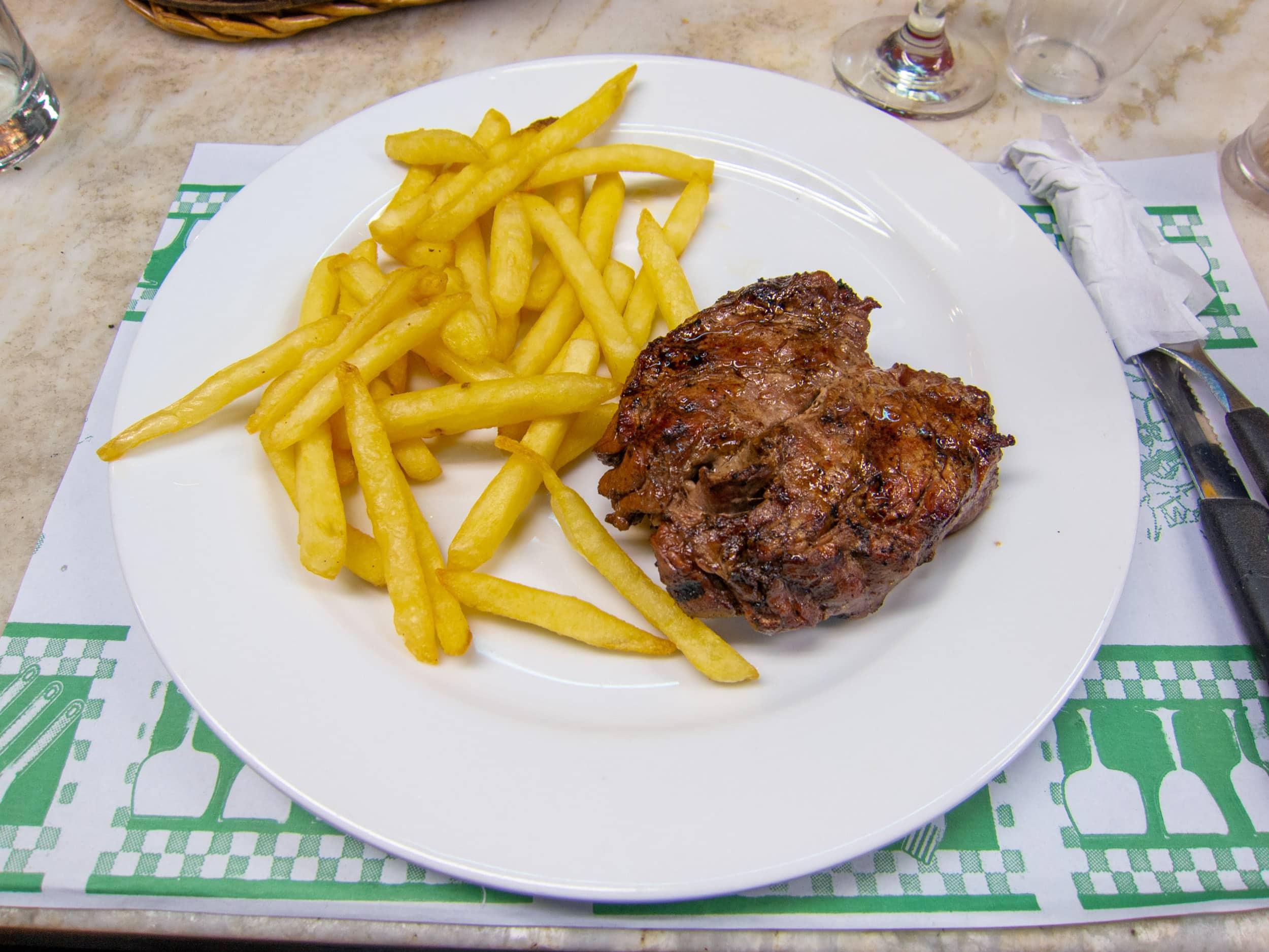 Petite filet mignon with fries at Mercado del Puerto