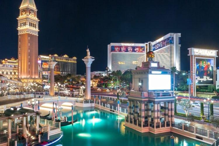 Las Vegas (photo: David Vives, Pexels)