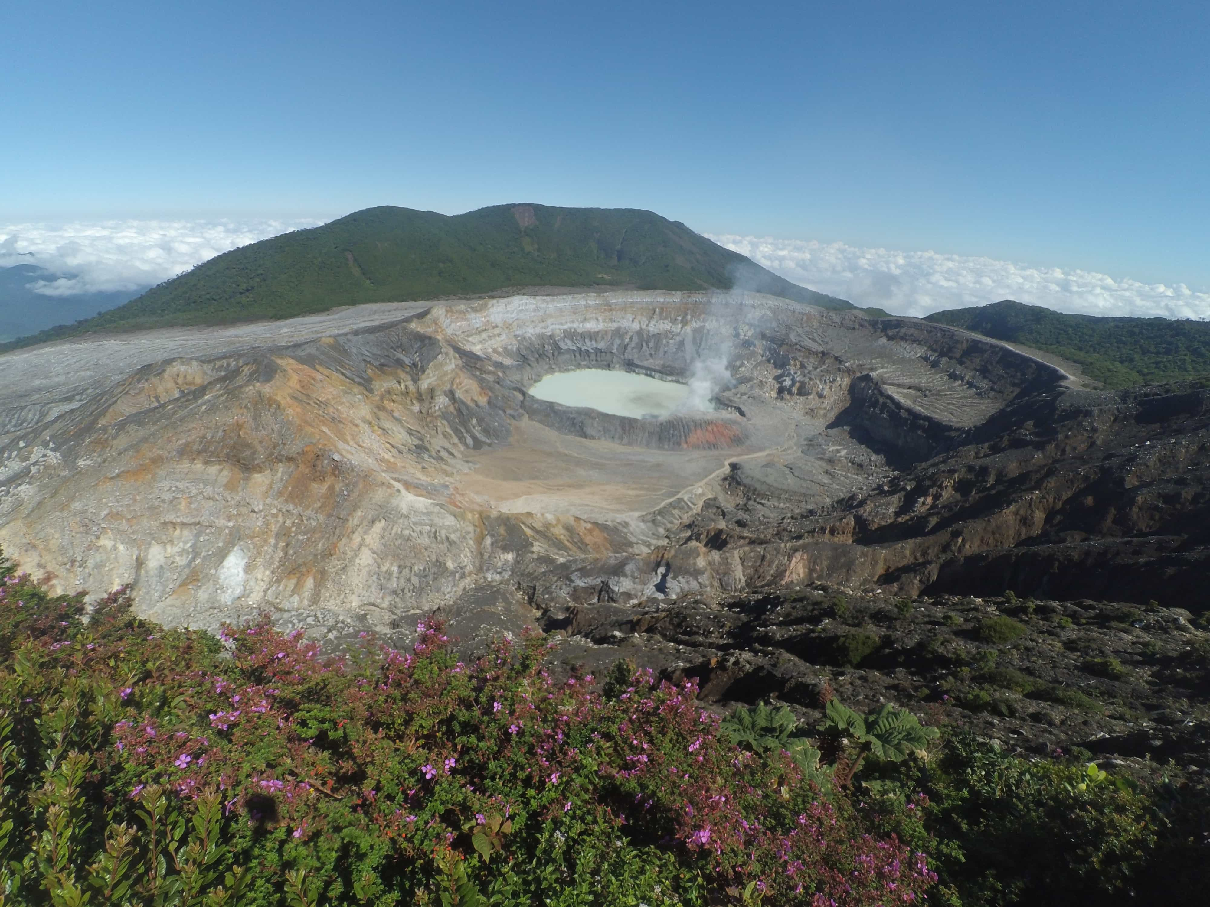 Poas Volcano (photo: Jonathan Rodríguez, Pixabay)