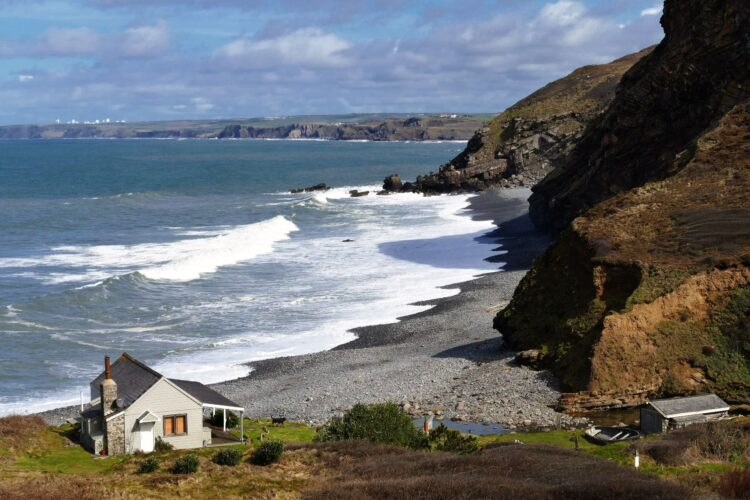Coast of Cornwall, England (photo: InspiredImages, Pixabay)