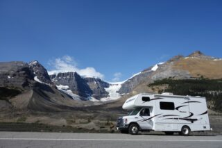 An RV in British Columbia (photo: Sabrina B, Pixabay)