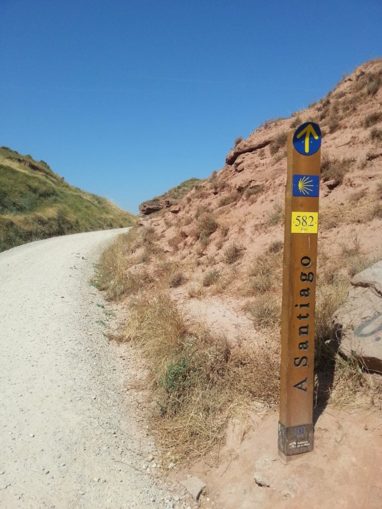Sign post on the Camino de Santiago (photo: rggroning, Pixabay)