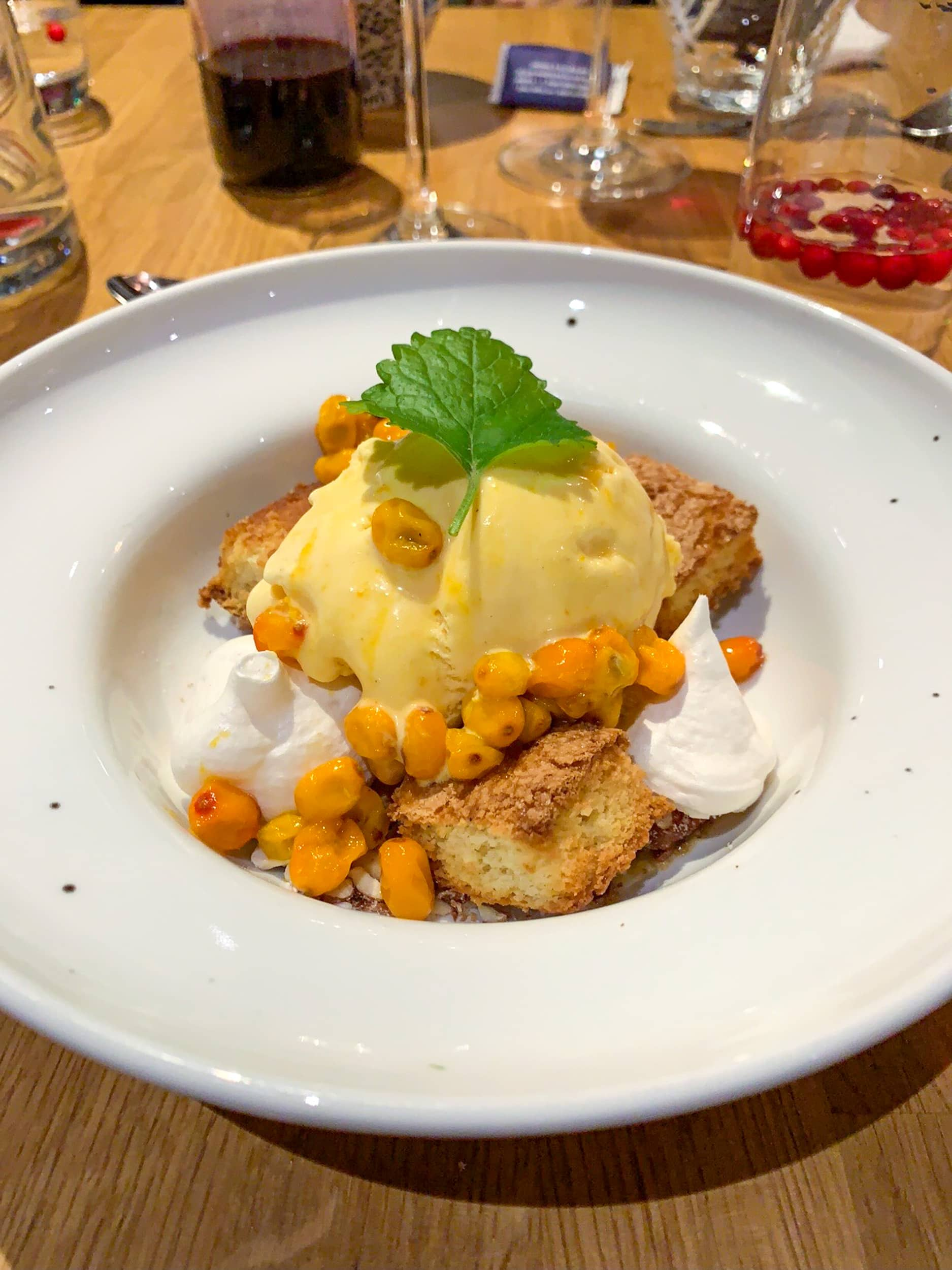 Cloudberries with ice cream