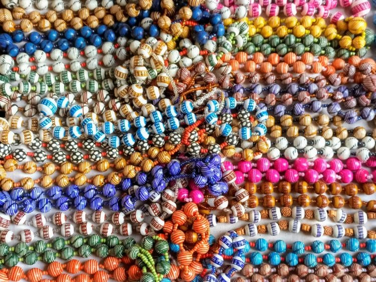 Handmade beads in Côte d'Ivoire