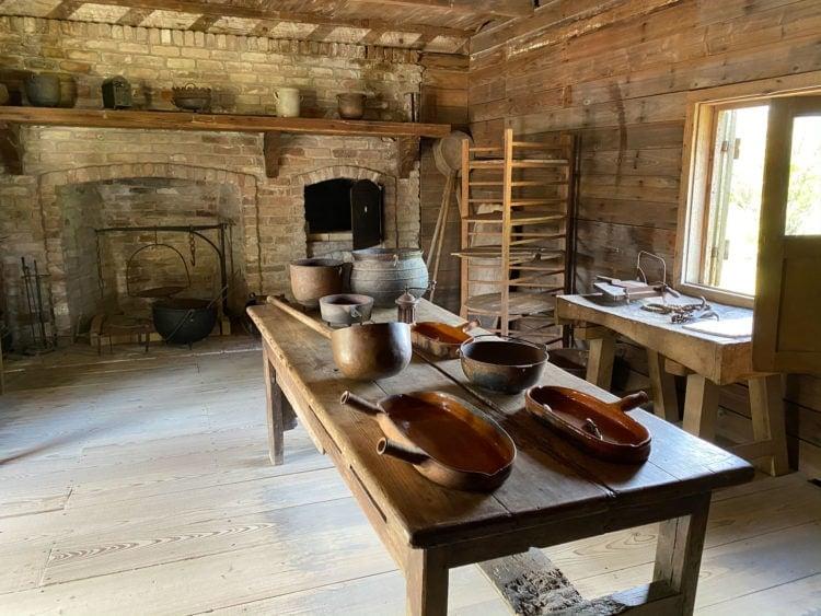 Slave kitchen
