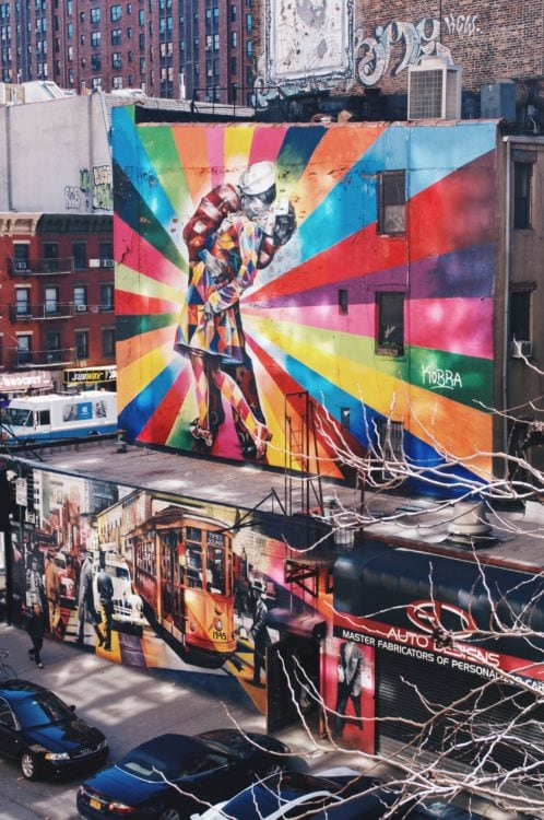 Street art visible from The High Line (photo: behindbluueeyes, Pixabay)