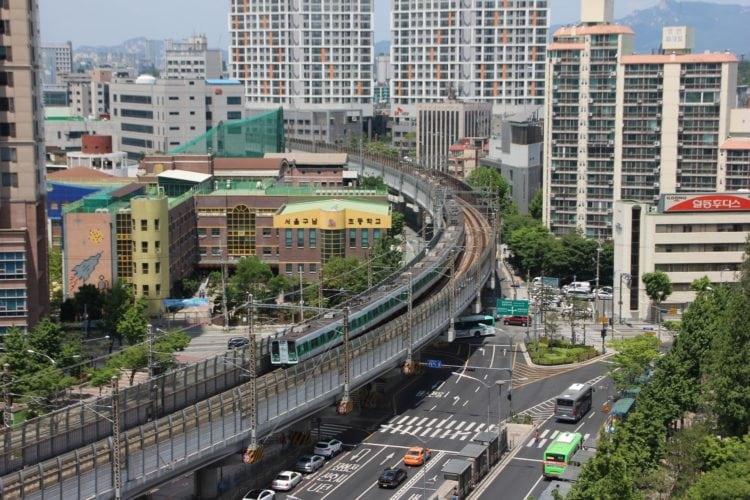 Train in South Korea (photo: yubong Jenog, Pixabay)