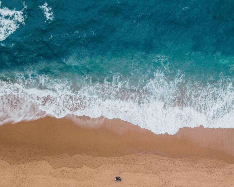 Beach (photo: Pixabay, Petels.com)