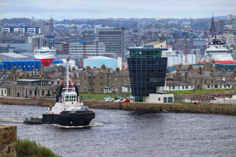 Aberdeen Harbor (photo: Julie Adams, Pixabay)