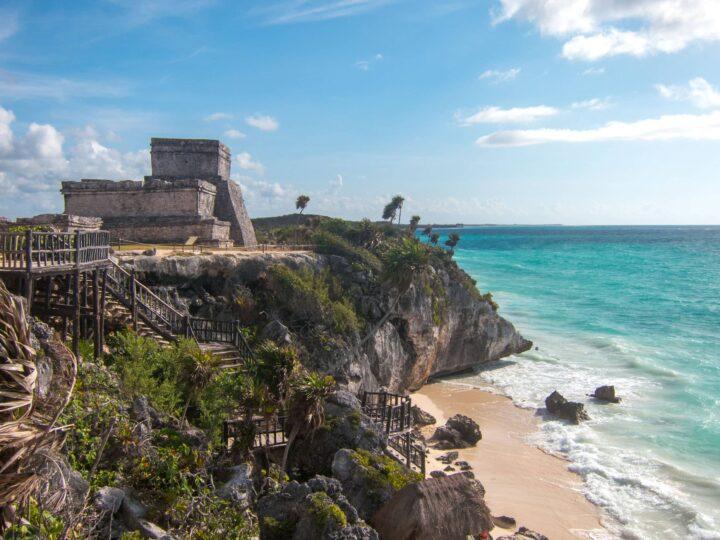Tulum ruins and stairs to beach (photo: David Lee)