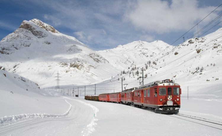 Bernina Railway in Switzerland (photo: WikiImages, Pixabay)