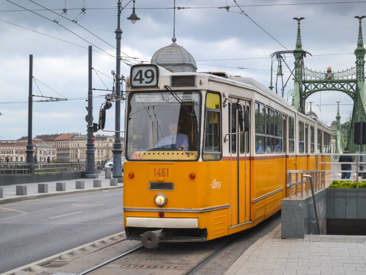Tram in Budapest, Hungary (photo: Arunas Kazakevicius, Pixabay)