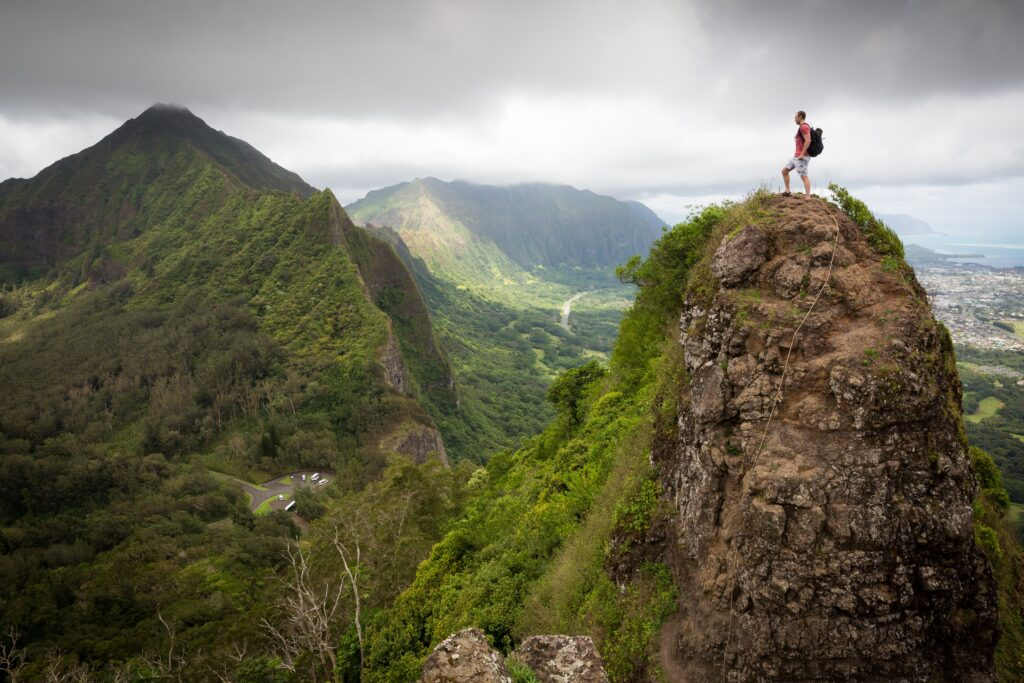 A hiker takes in the view (photo: Pexels, Pixabay)