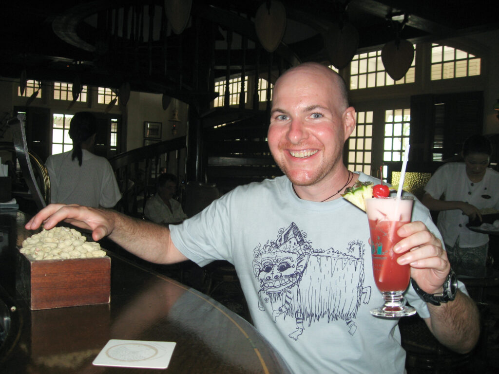 Drinking a Singapore Sling at Long Bar in Raffles Hotel