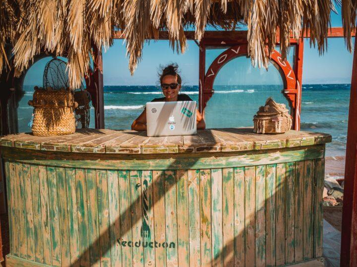 Working at the beach (photo: Peggy Anke)