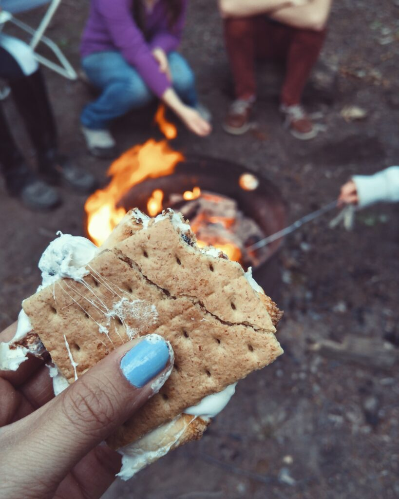 Campfire s'mores (photo: Autumn Mott Rodeheaver, Unsplash)