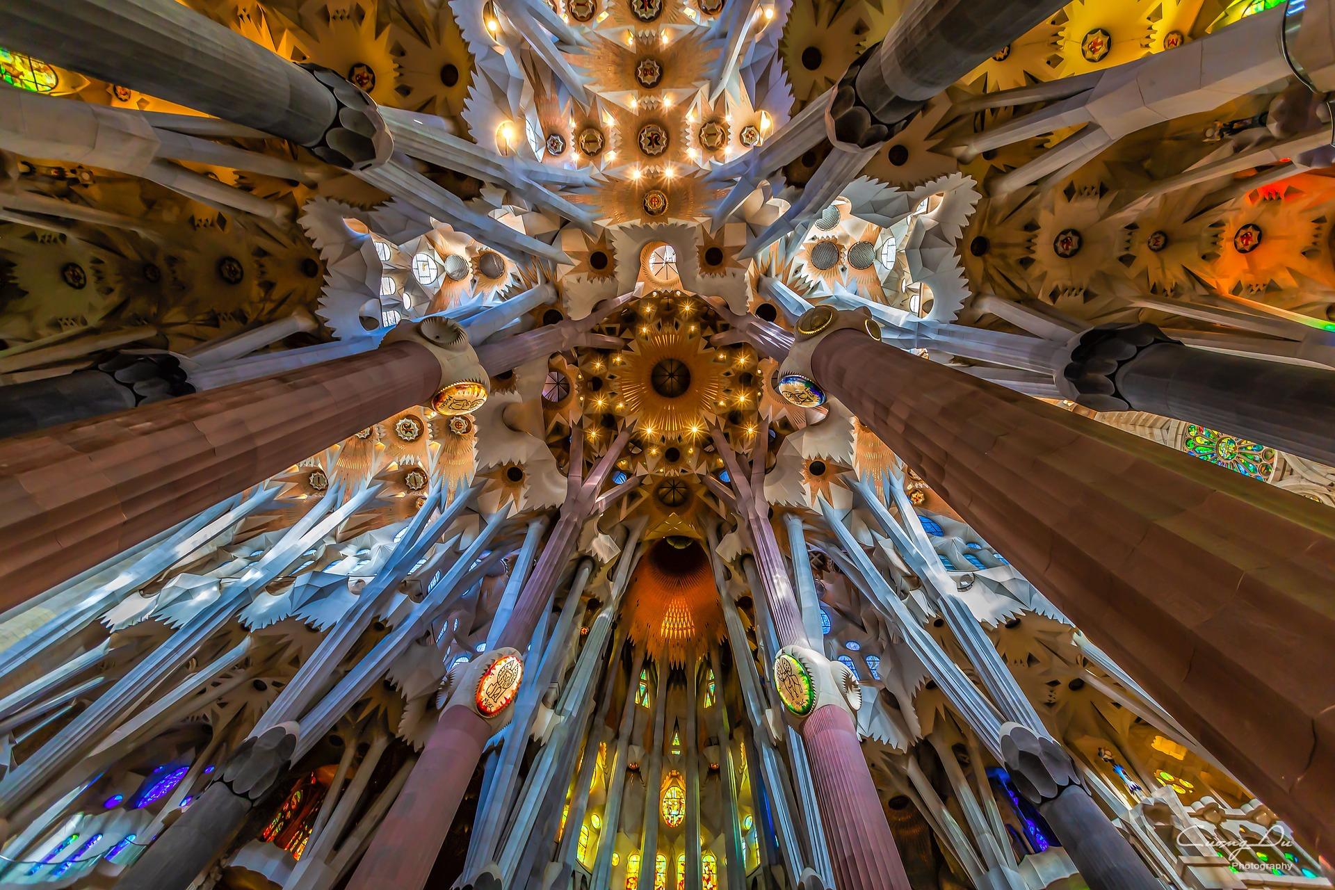 The ceiling of La Sagrada Familia (photo: CD_Photosaddict, Pixabay)