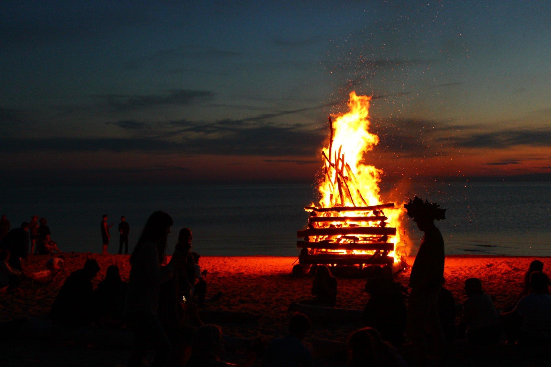 Beach bonfire (photo: Lasma Artmane)